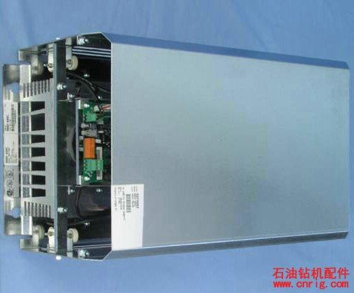 ABB制动斩波器 制动斩波器 全系列的ACS800传动,都有与之配套的内置制动斩波器。因此无需额外的空间并且安装省时。外形尺寸R2 - R3和690 V的R4内置制动斩波器作为标准配置。其它外形尺寸的传动产品,制动斩波器为可选件。 ACS800集成了制动控制,因此传动单元能控制制动过程、监测系统状态、检测制动过程中的故障,例如制动电阻和制 动电阻电缆的短路、斩波器短路和计算制动电阻过温等。 制动电阻 SACE/SAFUR制动电阻独立于所有的ACS800